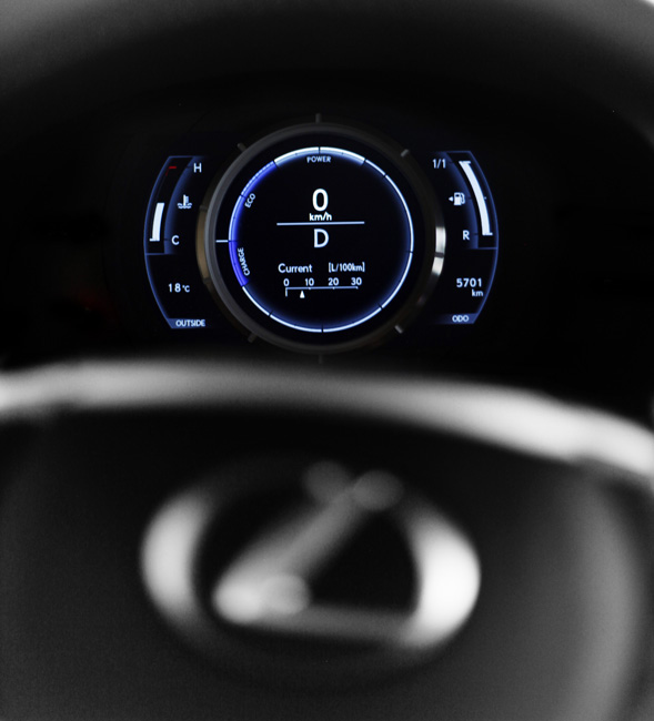 Lexus IS300h counter