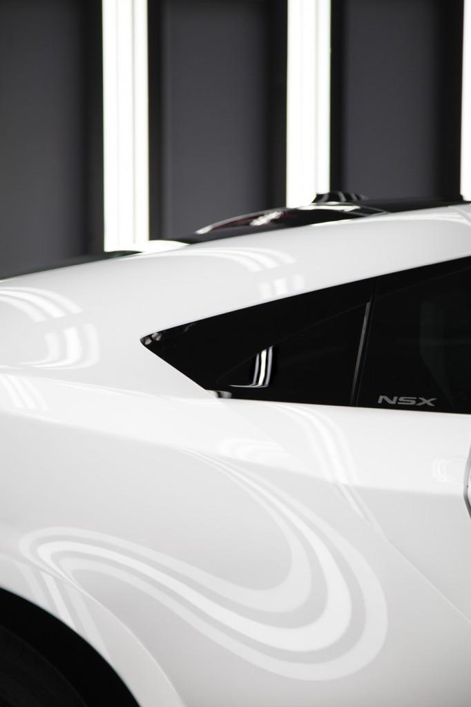 Acura NSX white detail
